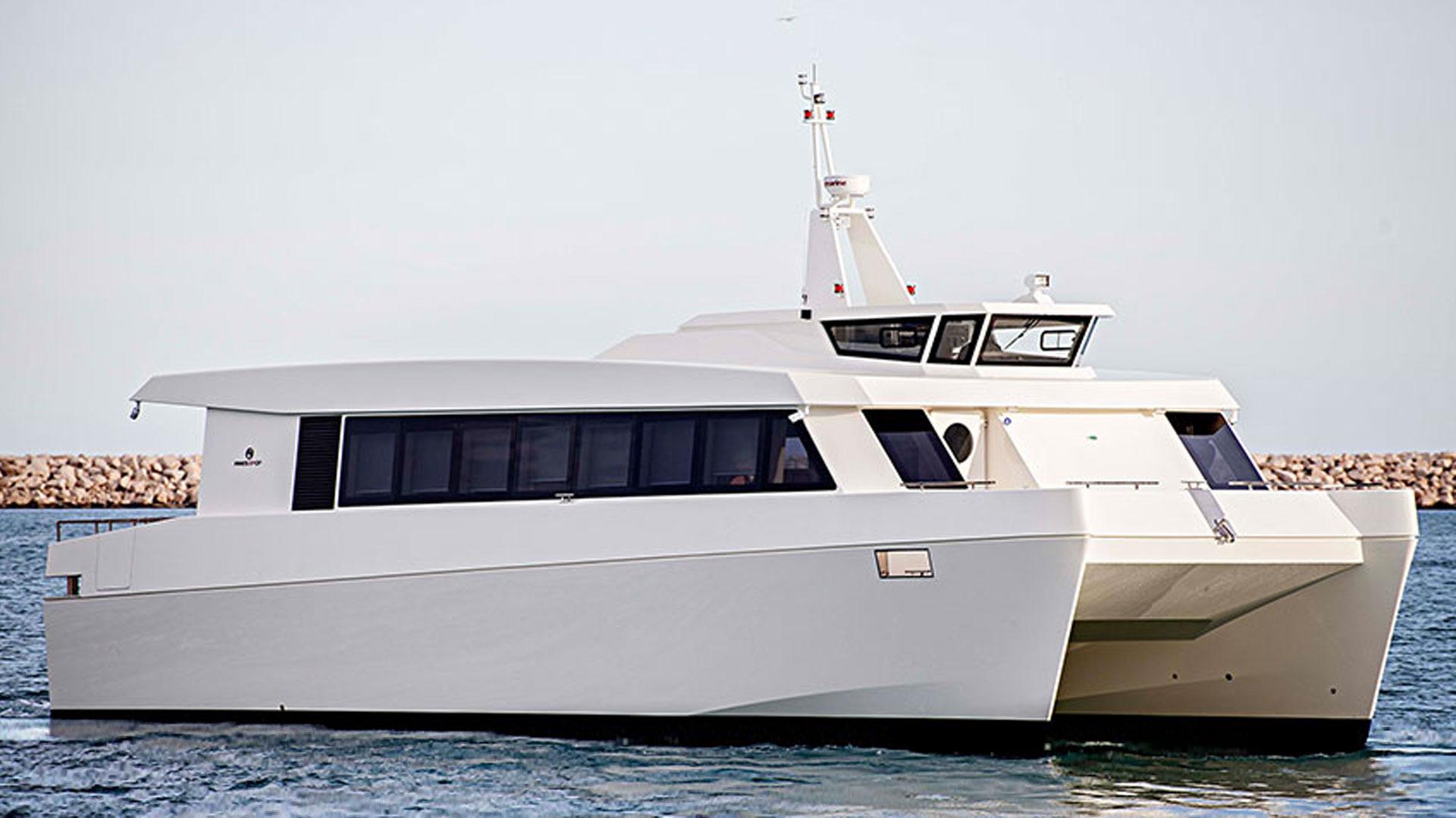 images/vessels/04-passenger-craft/04-ares-17-cf/01.jpg